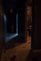 A-double-tour-pandemie-corridor-sombre