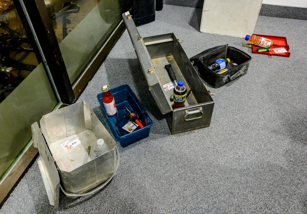 cadenas-directionnel-et-lampe-uv-coffres-a-outils-Cabinet-Mysteriis